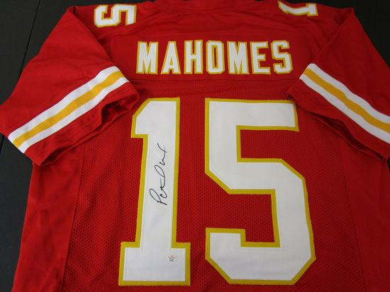 Patrick Mahomes of the Kansas City Chiefs signed autographed football jersey PAAS COA 032