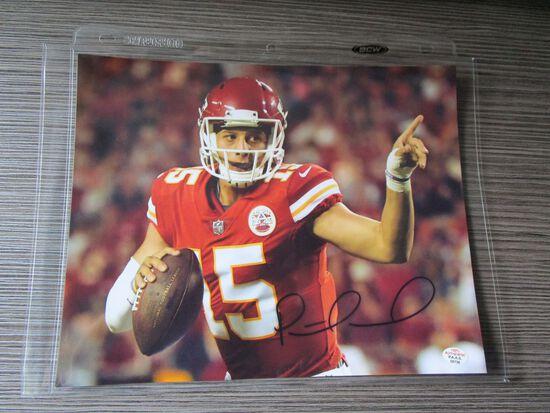 Patrick Mahomes of the Kansas City Chiefs signed autographed 8x10 photo PAAS COA 736