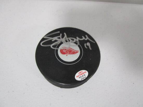 Steve Yzerman of the Detroit Red Wings signed autographed hockey puck PAAS COA 914