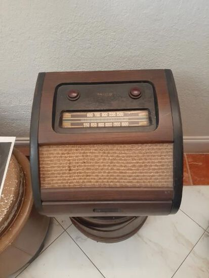 Antique Philco 1201 Radio with Original Advertising Piece