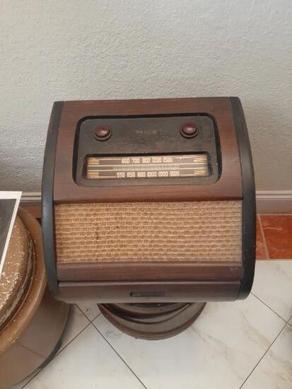 Antique Philco 1201 Radio with Original Advertising Piece