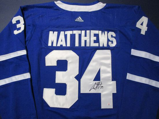 Auston Matthews of the Toronto Maple Leafs signed autographed hockey jersey PAAS COA 623