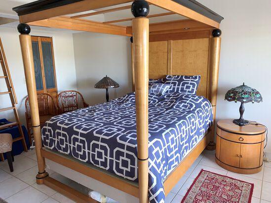 6 Piece Queen Size, Oak 4 Poster Bedroom Set