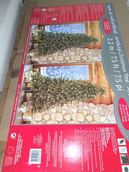 Boxed X-Mas Tree, with 700 LED Lights Attached, 7.5' Tall