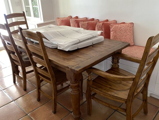 6 ft Wood Table with (4) Chairs and (2) Leaves to expand the Table