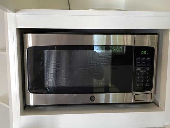 Stainless Steel Finish GE Carousel Microwave Oven