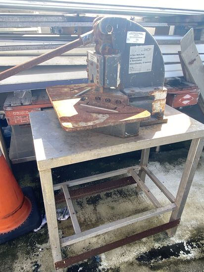 Countertop 4-Ton Notcher On Stand