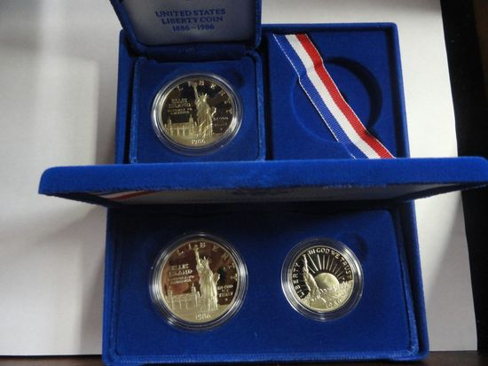 (2) 1986 U.S MINT LIBERTY COIN SETS: (1) UNCIRCULATED LIBERTY DOLLAR SILVER COIN; (1) TWO-COIN PROOF