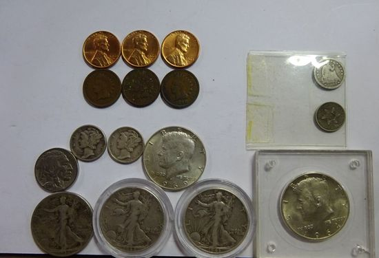 LOT OF ASSORTED COLLECTIBLE COINS: