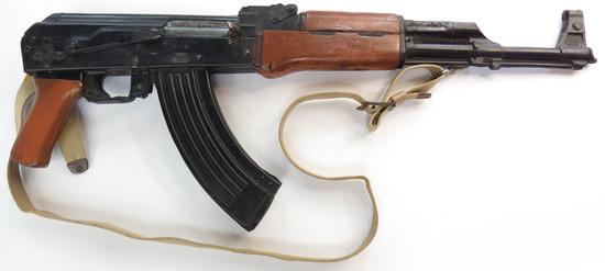 A PROP AK 47 ASSAULT RIFLE