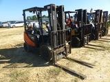 Doosan G25P-5 Forklift, 4600lb capacity, gas or LP, 3 stage mast side shift