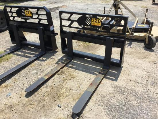 SKID STEER FORKS ATTACHMENT (UNUSED, 42in) R2