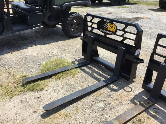 SKID STEER FORKS ATTACHMENT (UNUSED, 48in) R2