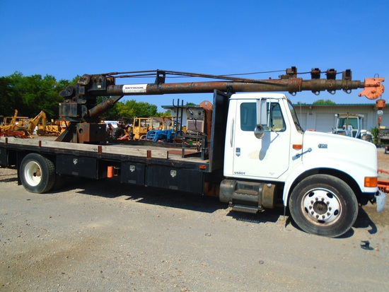 2000 International 4700 with Skyhook 65 Crane