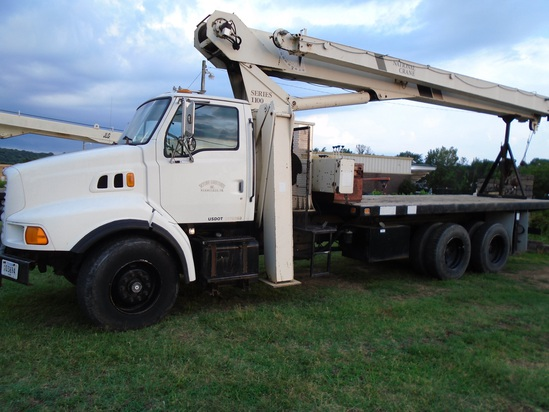 1998 Ford 9000 with National Crane Series 1100 Crane