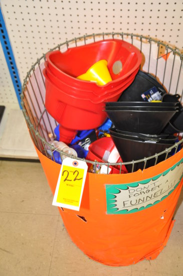 WIRE BASKET WITH ASSORTED PLASTIC FUNNELS