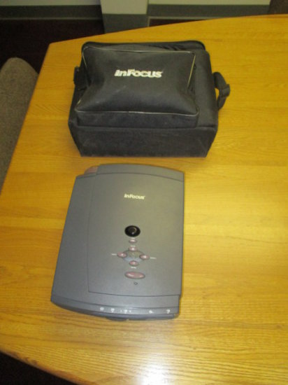 INFOCUS LP400 PROJECTOR WITH CASE AND PORTABLE SCREEN