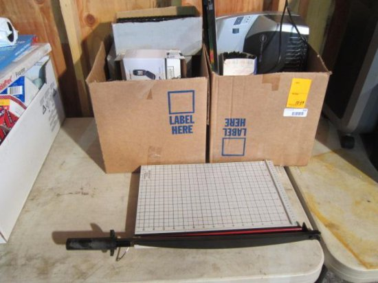 LOT W/(2) BOXES OF COMB BINDING RINGS & ELECTRIC HOLE COMB BINDING HOLE PUNCH