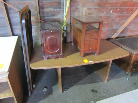PALLET W/FOLDING TABLE, WOOD DESK & (2) END TABLES