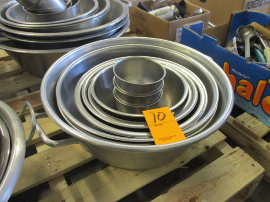 ASSORTED ROUND STAINLESS STEEL MIXING BOWLS