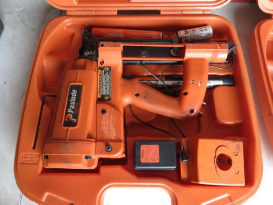 PASLODE 1M200 CORDLESS 16 GAUGE STAPLER W/CHARGER & CASE