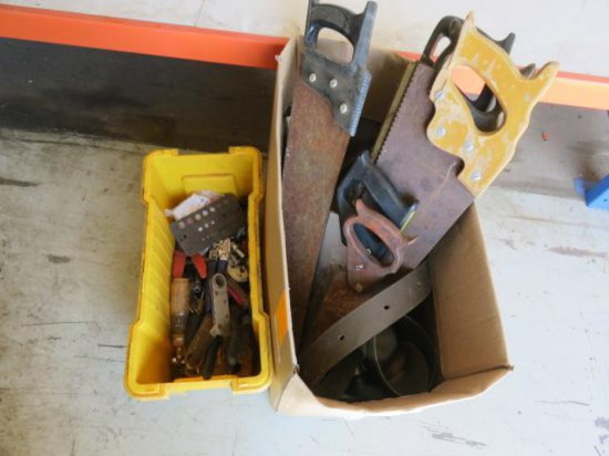 BOX W/HAND SAWS & ASSORTED HAND TOOLS