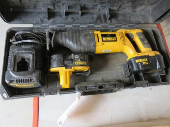 DEWALT DW938 VARIABLE SPEED RECIPROCATING SAW W/(2) BATTERIES, CHARGER, & CASE