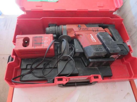 HILTI TE5A HAMMER DRILL, W/BATTERY & CHARGER
