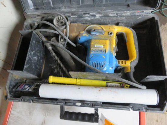 DEWALT D25500 ELECTRIC ROTARY HAMMER, VARIOUS BITS W/CASE