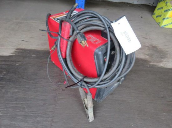 LINCOLN PORTABLE ELECTRIC WIRE FEED WELDER W/LEADS & GROUND CORD