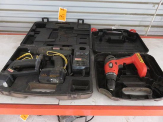 CRAFTSMAN 14.4 VOLT 3/8'' DRILL/DRIVER & FLASHLIGHT W/A BATTERY & CHARGER IN A CASE, BLACK & DECKER