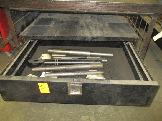 SINGLE DOOR METAL TOOL BOX 46''X36''