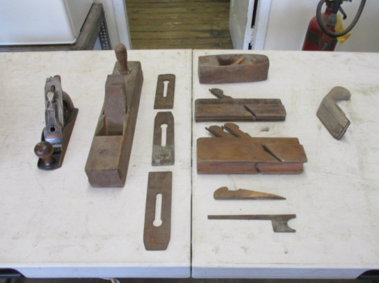 BOX OF OLD WOOD PLANERS AND PARTS