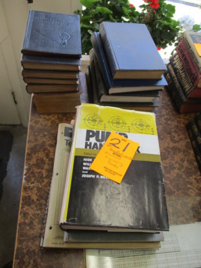 LOT OF APPROX 18 ASSORTED ELECTRICAL ENGINEERING BOOKS, PUMPS HANDBOOK, MEC