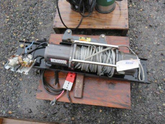 REW 10000 ELECTRIC WINCH W/MOUNTING BRACKET