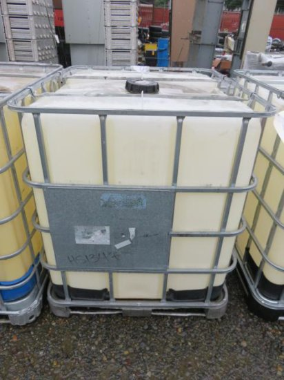 275 GALLON POLY TANK W/STEEL CAGE