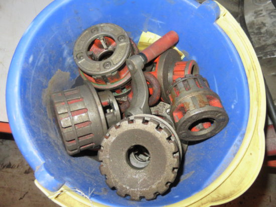 BUCKET W/RIDGID PIPE THREADER DIES