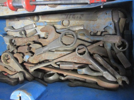 LOT WITH ASSORTED LARGE SPUD WRENCHES -  *JOB BOX IS NOT INCLUDED*