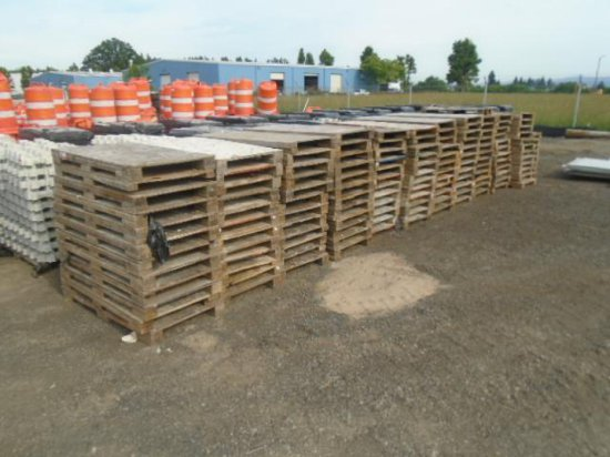 LOT OF WOOD SKIDS