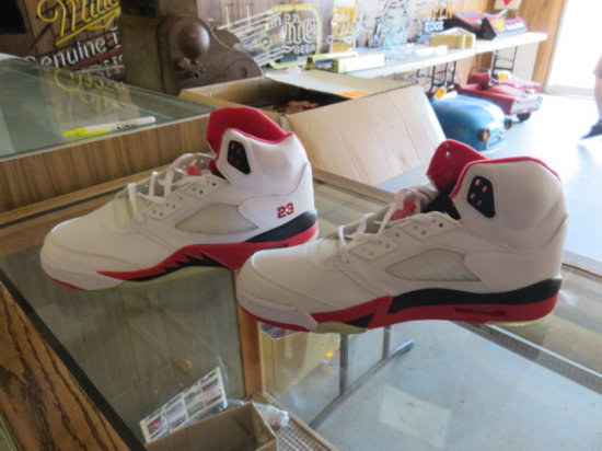 JORDAN V'S IN SIZE 11.5 (APPEAR TO BE IN UNWORN CONDITION & FACTORY LACED