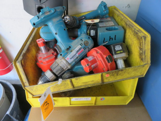 ASSORTED MAKITA DRIVERS, BATTERIES AND CHARGERS
