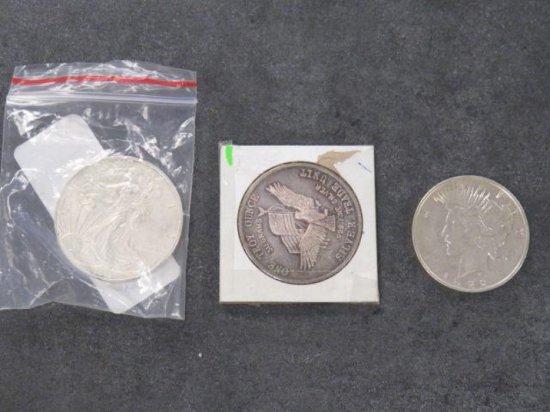 1922 PEACE SILVER DOLLAR, 1981 US ASSAY OFFICE ONE TROY OUNCE & 2013 SILVER DOLLAR