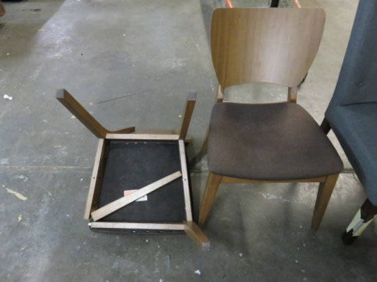 LOT OF 2 WOOD DINNING CHAIRS W/BROWN PAD (1 NEEDS LEG REPAIRED)