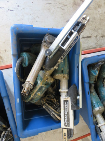 TOTE W/ (3) MAKITA ELECTRIC PAMDRIVE SCREWGUN & DUO FAST PNEUMATIC STAPLER