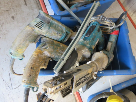 TOTE W/ (4) MAKITA ELECTRIC PAMDRIVE SCREWGUN