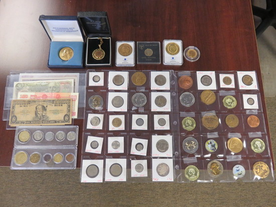 ASSORTED COLLECTABLE COINS