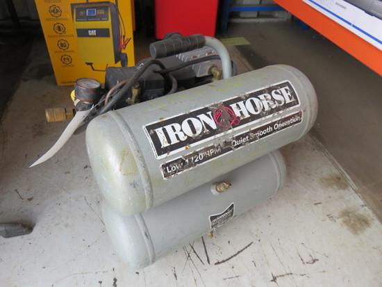 IRON HORSE PORTABLE ELECTRIC 4 GAL AIR COMPRESSOR