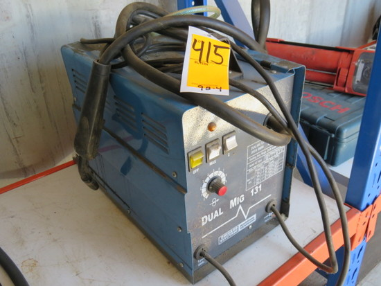CHICAGO ELECTRIC PORTABLE DUAL MIG 131 WELDER