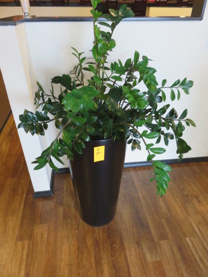 PLANTER W/FAUX PLANT