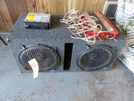 (2) HOLLYWOOD SUBWOOFERS IN VENTED SUB BOX W/KENWOOD RADIO & DUAL XPA6100 600 WATT AMP